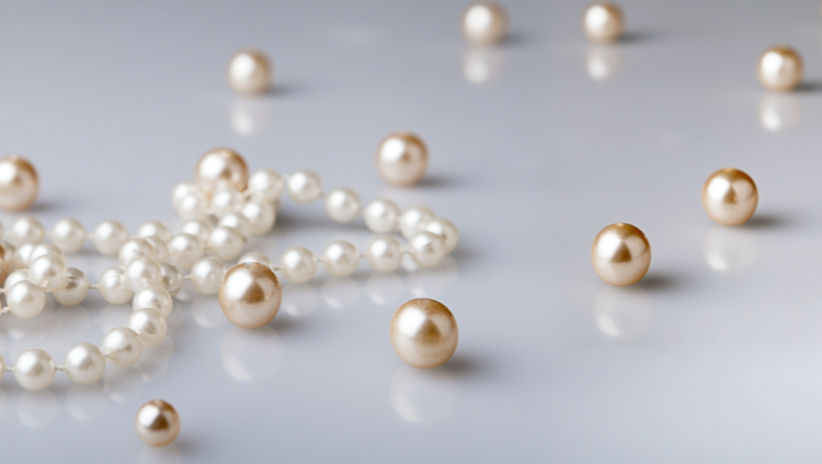 Getting to Know the Pearl: The Iridescent Sheen of Elegance